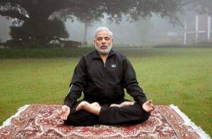 narendra-modi-fa-yoga-300x197 21 Giugno Surya Namaskar (Saluti al Sole) per la Giornata Internazionale dello Yoga