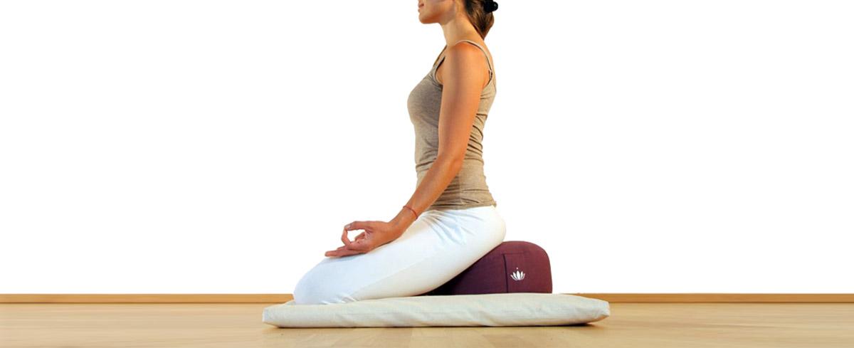 Cuscino Yoga Prezzi.Accessori Yoga Ecco Tutto Quello Di Cui Potresti Aver